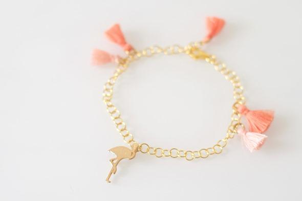 communiejuweeltje armbandje met flosje en flamingo bedel communie juweel