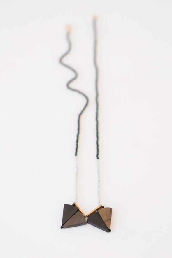 geknoopt halssnoer met spinel en chocolate sapphire_Zahia Exclusive collectie-2