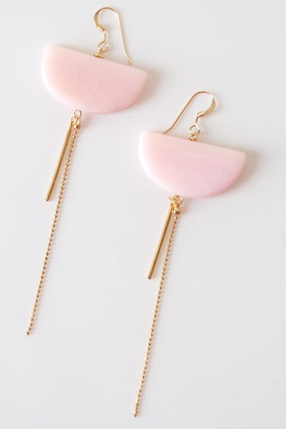 lange oorringen met roze opaal