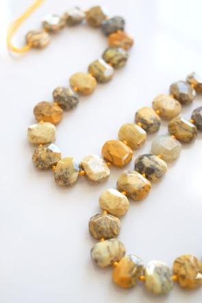 gele-opaal-kralen-Zahia-juwelen-en-k[1]