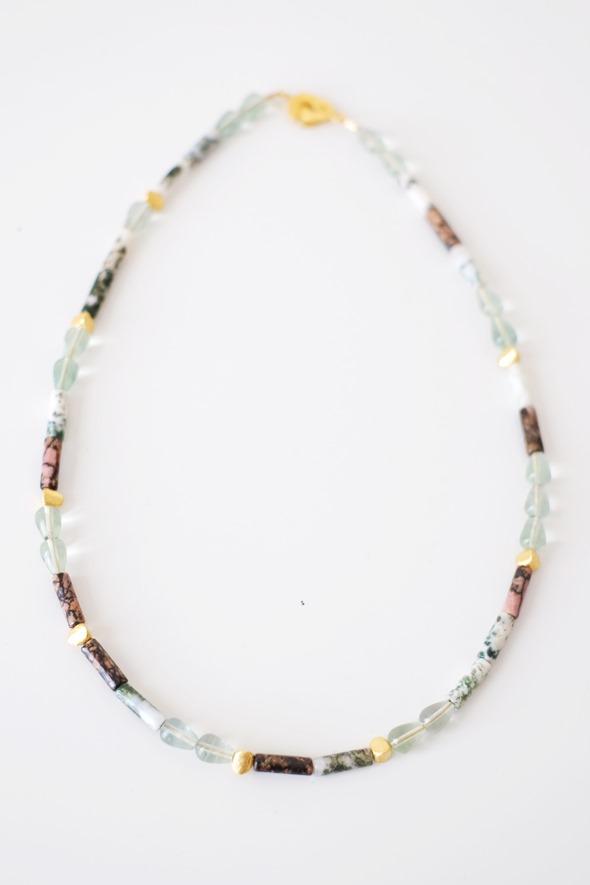 fijn halssnoer met edelsteen kralen zahia juwelen