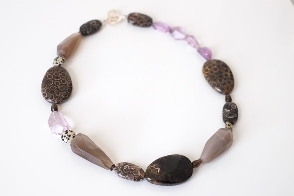 halssnoer met edelsteen kralen, jaspis, maansteen, amethist, zahia juwelen (1)