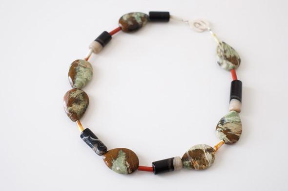 halssnoer met edelstenen, kralen jaspis, agaat, zahia juwelen