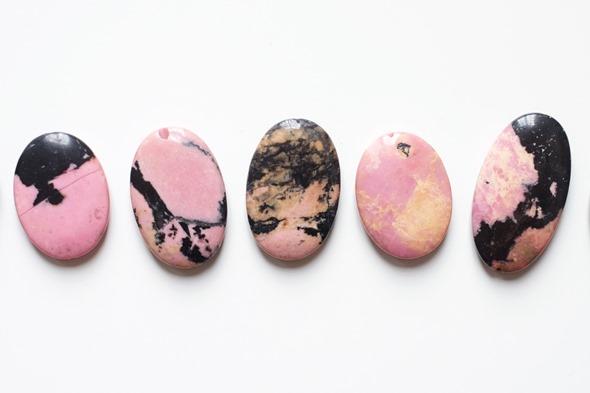 rhodoniet kralen, edelstenen om zelf juwelen te maken