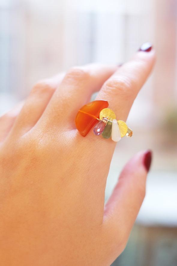 handgemaakte ring met edelsteen briolettes en kralen, zahia juwelen workshop