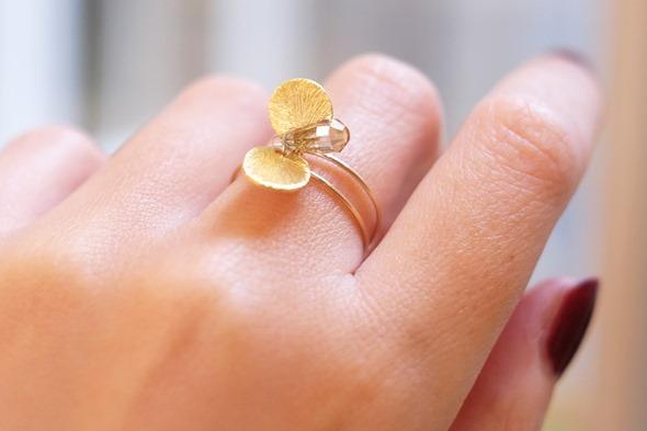 handgemaakte ring met rookkwarts briolettes en kralen, zahia juwelen workshop (1)