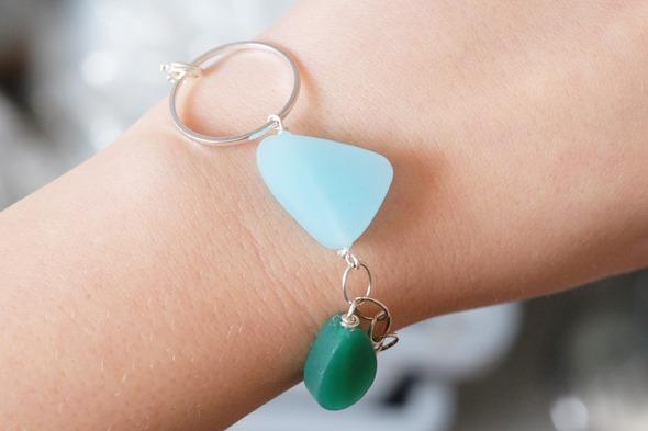 armbandje met blauwe en groene Murano kralen