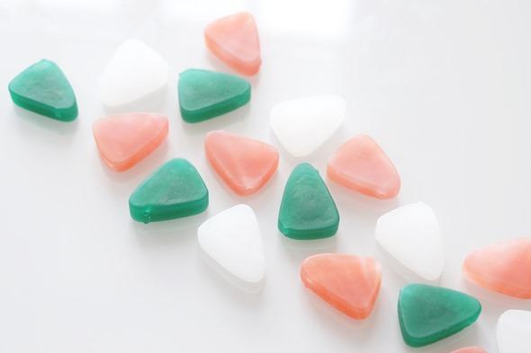 driehoekjes Murano glas in oudroze, groen en albast wit