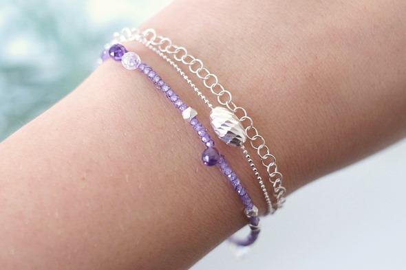 armbandje met paarse zirkoon