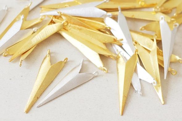 hangers in goud en zilver om zelf juwelen te maken, handgemaakt in India2B