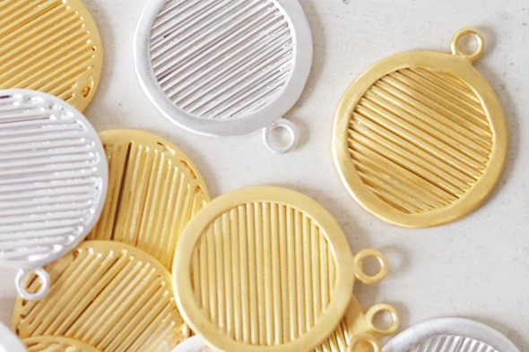 ronde hanger gestreept om zelf juwelen te maken